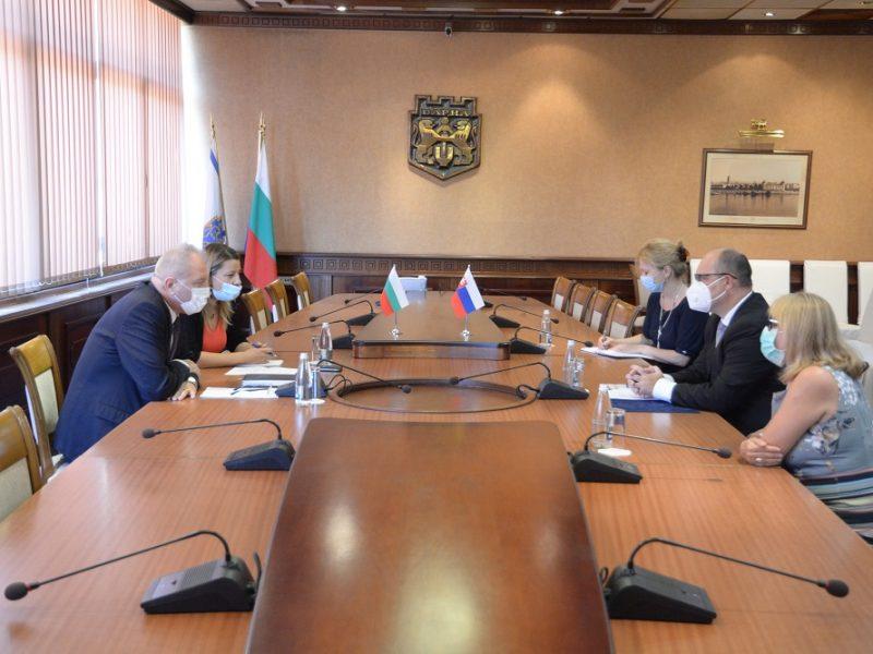 Посланикът на Словакия с първа визита в Община Варна