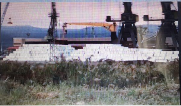 Боклук за милиарди! Кораб на Варна-Запад разтоварва боклук за Девня Цимент (видео)