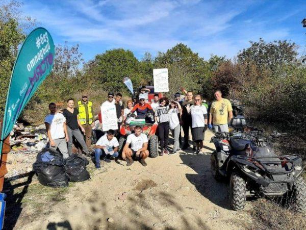 Младежи освободиха гора край Варна от 3 тона отпадъци