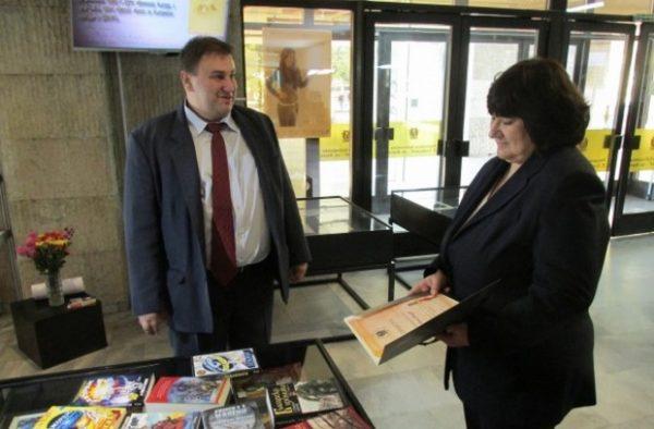 Емил Радев отново с дарение за Деня на будителите