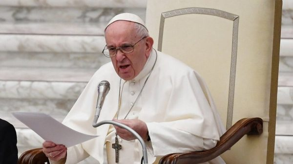 Папата: Изтеглете инвестициите си от компании, които не пазят околната среда