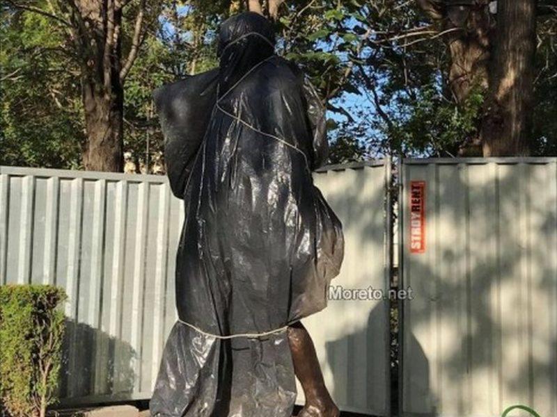 Утре откриват паметника на Махатма Ганди във Варна