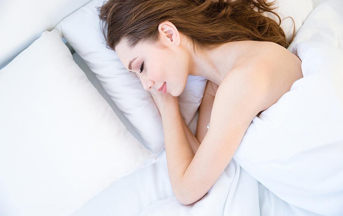 Защо е добре да спите без дрехи