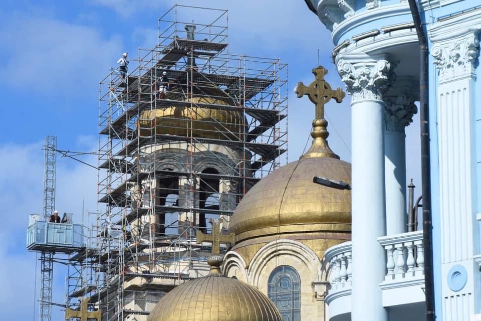 Започна ремонт на покрива и куполите на Катедралата във Варна