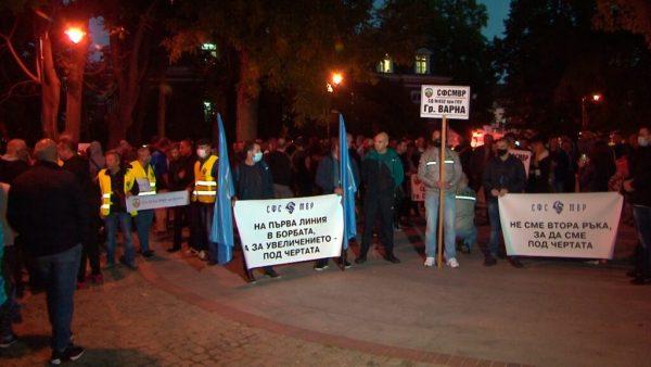 Полицаи на протест във Варна /снимки/