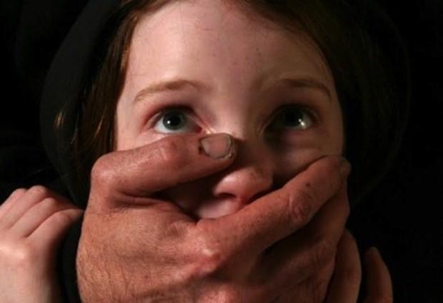 Оставиха в ареста изверг от Варна, блудствал с две от малолетните си дъщери