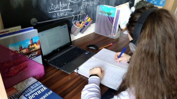 От понеделник учениците от Варна и страната минават към онлайн обучение