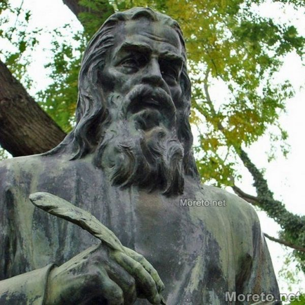 Канят варненци да положат цветя на паметника на Паисий Хилендарски