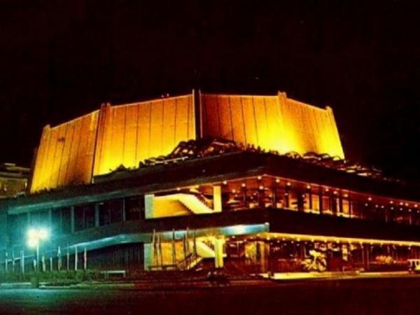 Богата празнична театрална програма във Фестивален и конгресен център