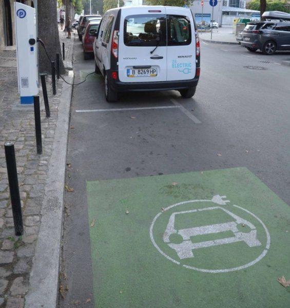 Над 700 автомобила във Варна използват безплатни зарядни станции