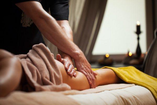 Пет правила за масажиране на неговите ерогенни зони