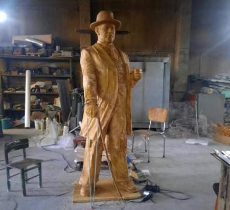 170-килограмова статуя на Атанас Буров ще краси площад във Варна
