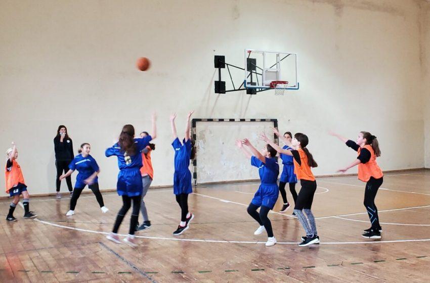 Варненски училища се включиха в турнир по баскетбол