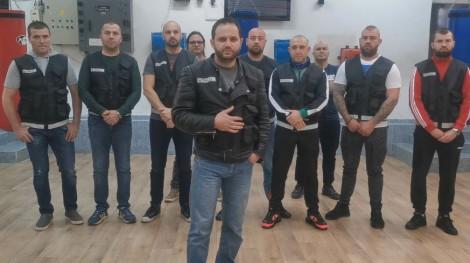 """Мотористи от Варна помагат на самотни и възрастни хора с кампанията """"Сърцата ни водят"""""""