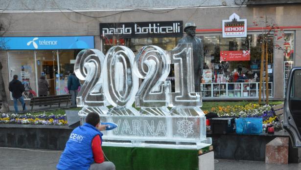 Поставиха ледени фигури 2021 Варна