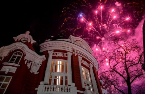 Варна посреща Нова година със заря от пет места в града