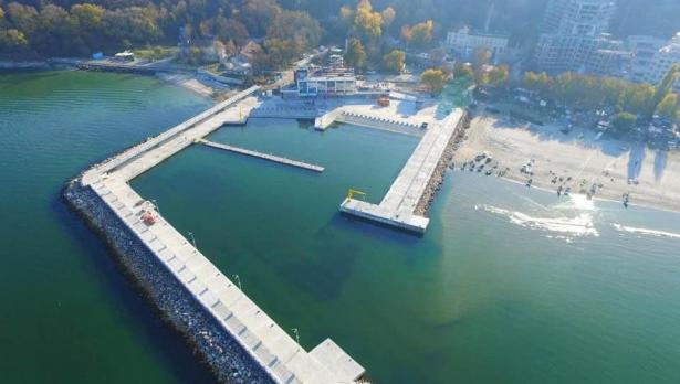 Рибарското пристанище във Варна – с Акт 16