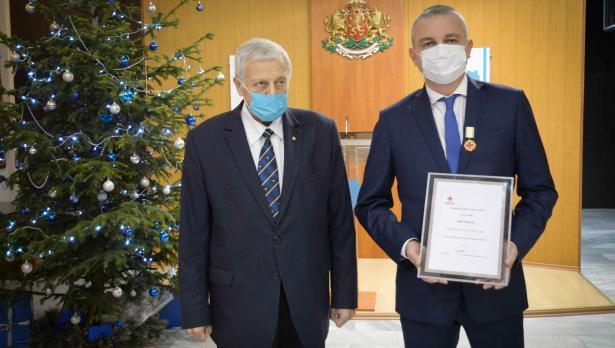 Иван Портних получи награда от Българския червен кръст