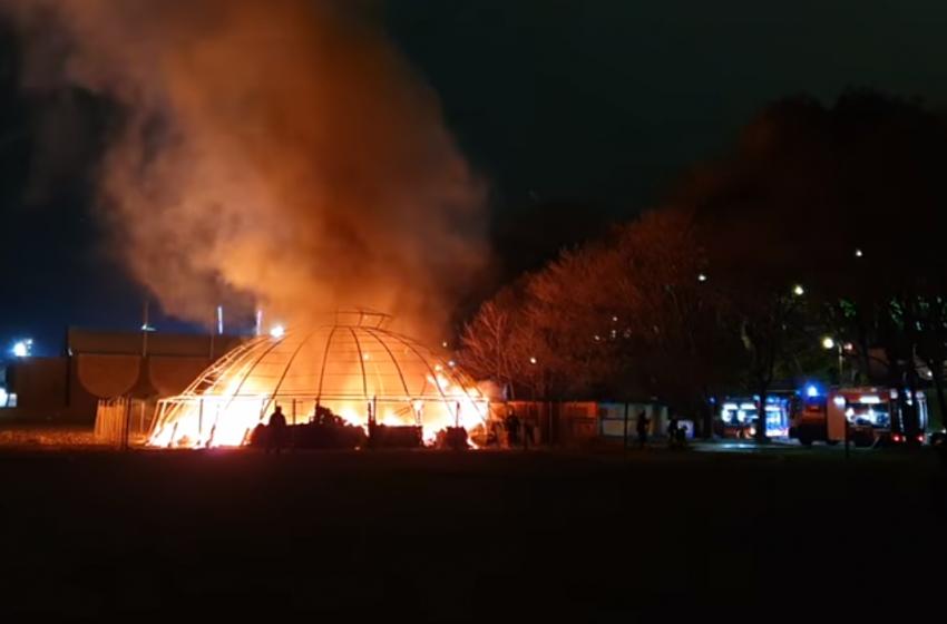 Плажно заведение изгоря във Варна