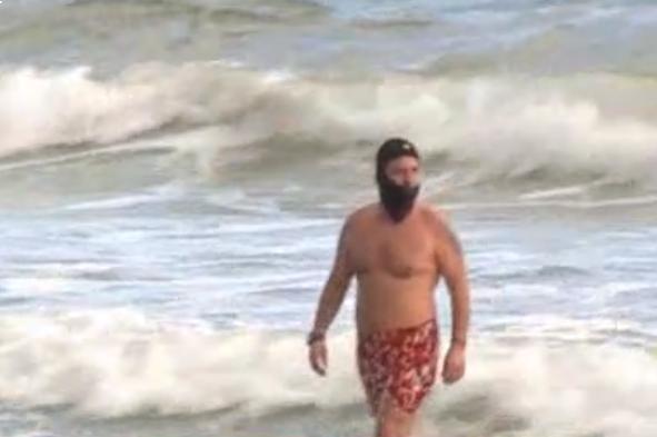 Варненци се топнаха в морето дни преди Нова година