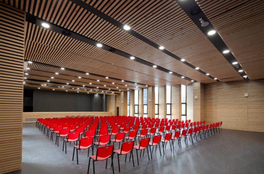 Новата зала на Първа езикова гимназия спечели национално отличие