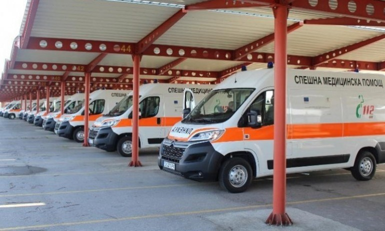Ангелов предаде ключове за нови линейки и във Варна