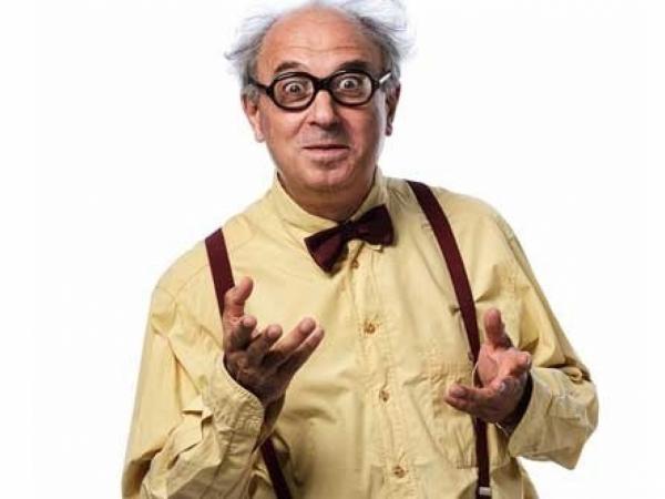 """Николай Урумов като професор Мисирков в комедийното шоу """"Ние, българите. Открит урок за чужденци"""""""
