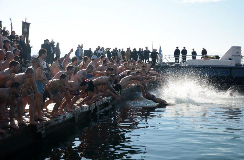 На две места днес във Варна на Йордановден ще скачат в морето за кръста