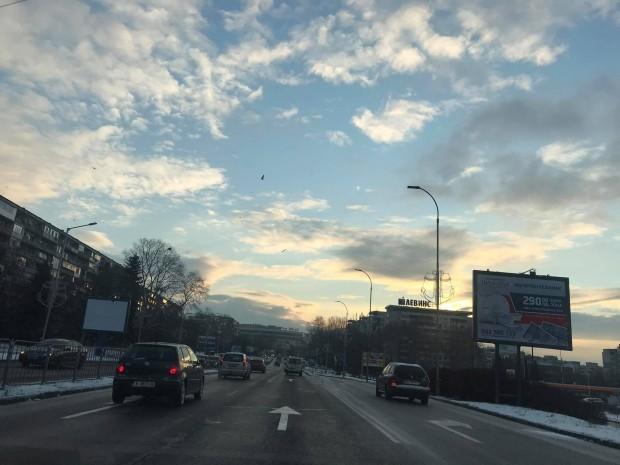 Бурният вятър стихна, но поледицата е изпитание за шофьорите във Варна