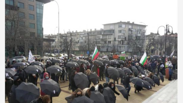 Танцови школи излязоха на протест във Варна