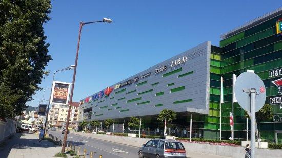 Grand Mall се включва в кампанията на моловете за незабавно отваряне #WEARESAFE