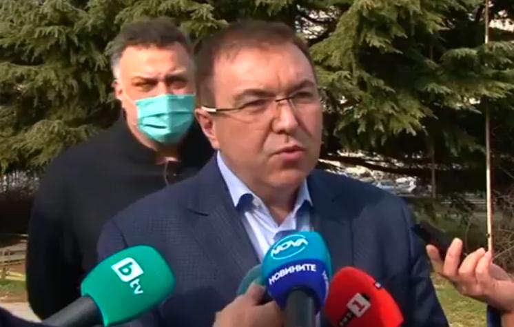 Здравният министър във Варна: Няма да променяме мерките заради новия щам