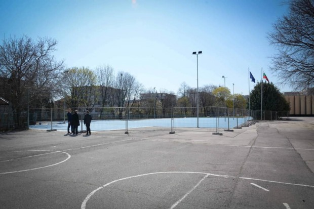 Изграждат нови спортни площадки в двора на Първа ЕГ във Варна