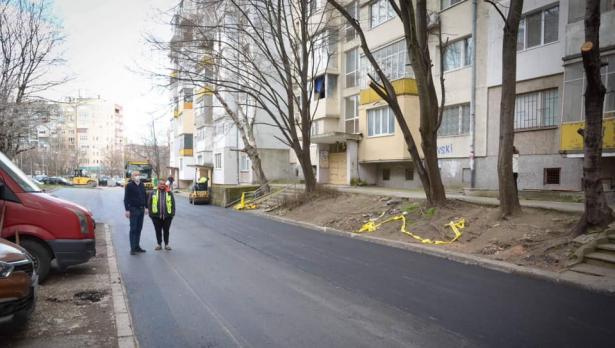 """Асфалтираха пред блоковете 1 – 3 до ул. """"Петър Райчев"""" в кв. """"Левски"""""""
