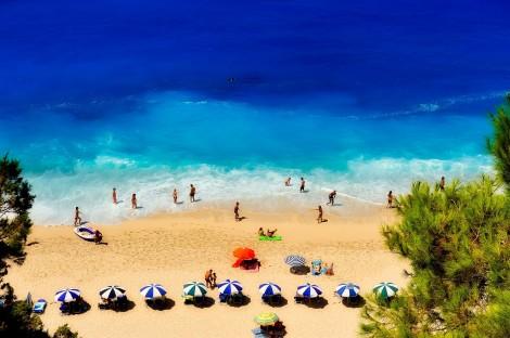 """Над 60 гръцки острова се включиха в програмата """"Остров без Covid"""""""
