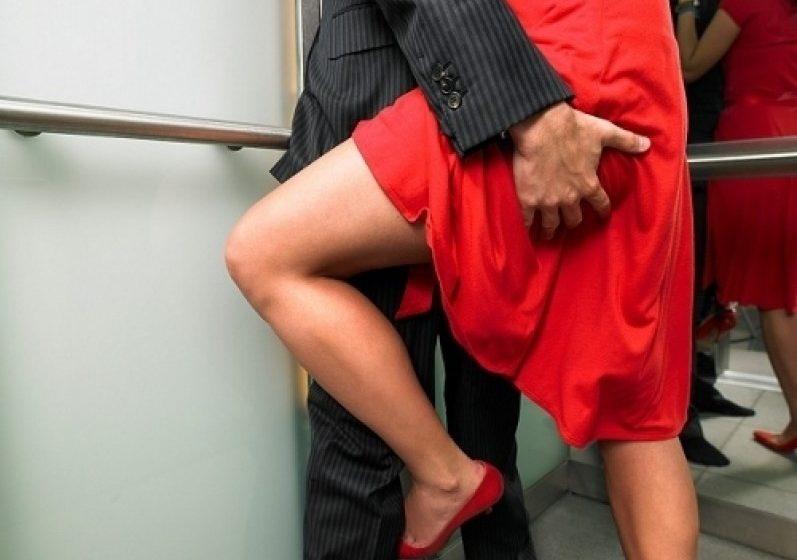 Палаво помагало: Внимавайте, ако правите секс в асансьор