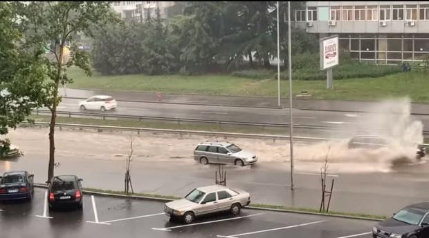 Булевард Васил Левски отново се превърна в гьол