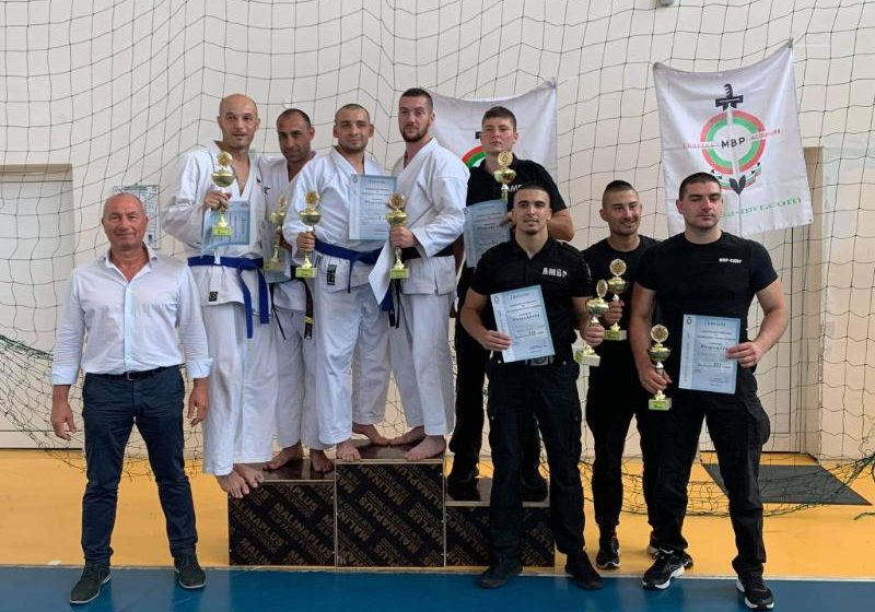 Преподаватели от Академията на МВР във Варна със сребърен медал от републиканското по карате