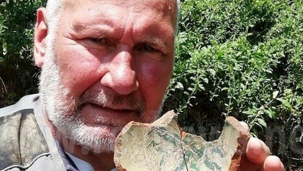 Проф. Николай Овчаров предава ценна находка на Варна