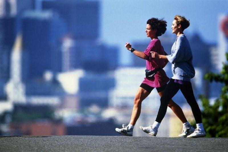 Бързо ходене или бягане – с кое се отслабва по-сигурно?